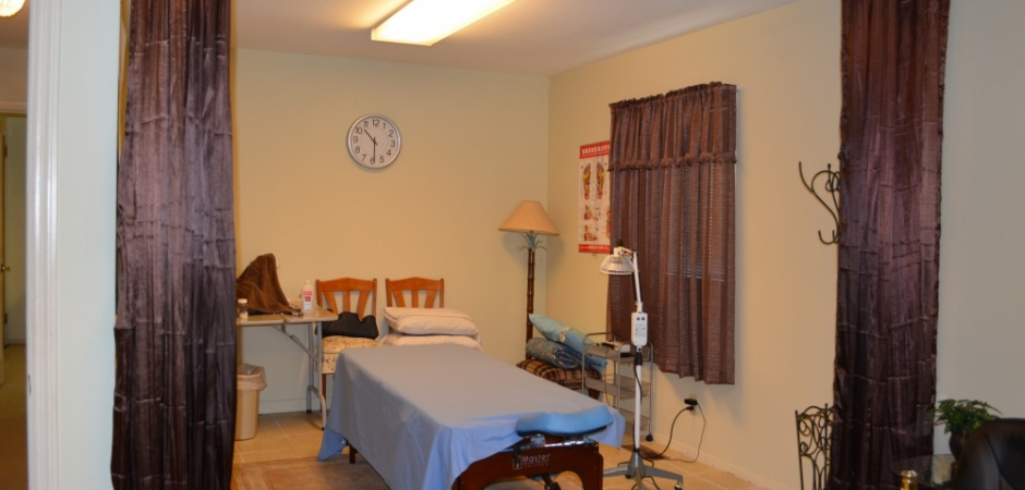 Auricular medicine center Acupuncture patient treatment room view in Hoover Alabama