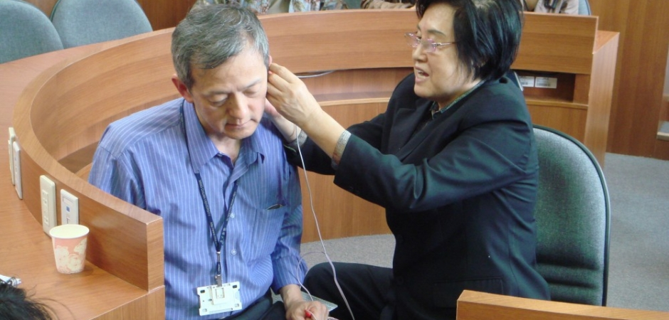 patient received the auricular medicine treatments by Dr Li chun Huang